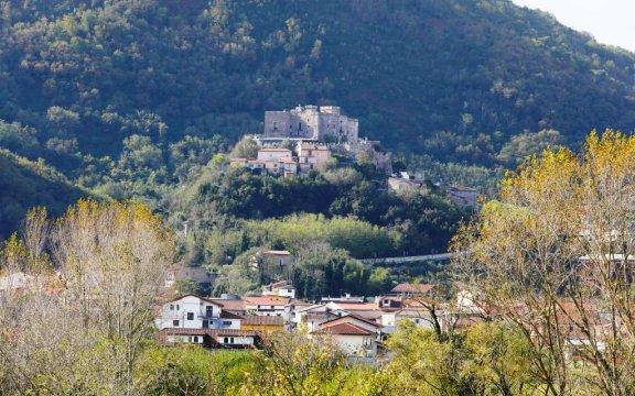 Limatola-vista-castello-da-piazza-Mercato