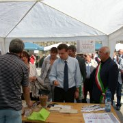 festa nazionale borghi autentici 2010 levice visita delle autorità regionali tra gli stand