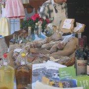 festa nazionale borghi autentici 2008 sauris stand con prodotti tipici del territorio salumi liquori