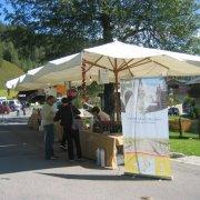 festa nazionale borghi autentici 2008 sauris stand con prodotti tipici del territorio